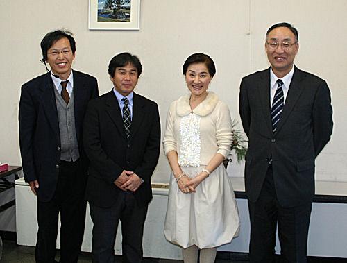 左から謎の職員X、町PTA協議会会長、松居一代さん、私 左から謎の職員X、町PTA協議会会長、松